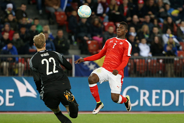 ZURICH, SWITZERLAND - MARCH 29: Breel Embolo of Switzerland (R) fights for the ball with goalkeeper Jasmin Buric of Bosnia-Herzegovina during the international friendly match between Switzerland and Bosnia-Herzegovina at Stadium Letzigrund on March 29, 2016 in Zurich, Switzerland. (Photo by Philipp Schmidli/Getty Images)