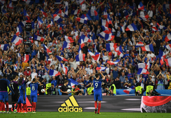 PARIS, FRANCE - JUNE 10:  Olivier Giroud of France applauds supporters after his team's 2-1 win in the UEFA Euro 2016 Group A match between France and Romania at Stade de France on June 10, 2016 in Paris, France.  (Photo by Shaun Botterill/Getty Images)