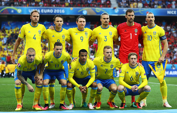 NICE, FRANCE - JUNE 22:  The Sweden team line up ahead of the UEFA EURO 2016 Group E match between Sweden and Belgium at Allianz Riviera Stadium on June 22, 2016 in Nice, France.  (Photo by Lars Baron/Getty Images)