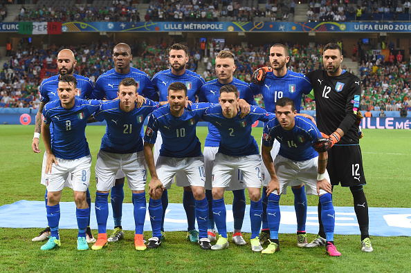 LILLE, FRANCE - JUNE 22:  Italy players line up for the team photos prior to the UEFA EURO 2016 Group E match between Italy and Republic of Ireland at Stade Pierre-Mauroy on June 22, 2016 in Lille, France.  (Photo by Claudio Villa/Getty Images)