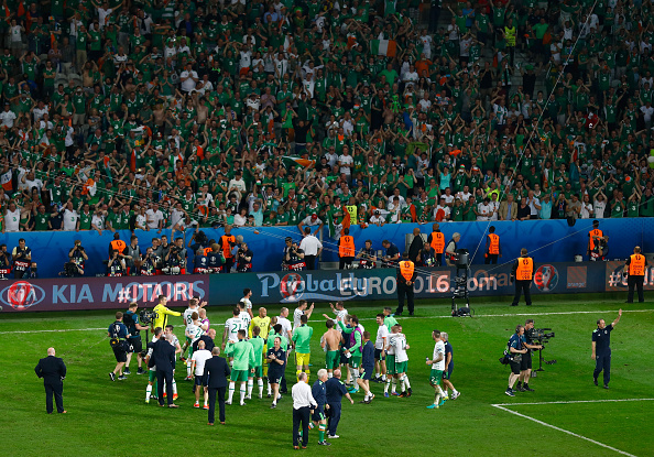 LILLE, FRANCE - JUNE 22:  Republic of Ireland players and staffs celebrate their team's 1-0 win after the UEFA EURO 2016 Group E match between Italy and Republic of Ireland at Stade Pierre-Mauroy on June 22, 2016 in Lille, France.  (Photo by Clive Rose/Getty Images)