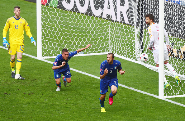 PARIS, FRANCE - JUNE 27:  Giorgio Chiellini (2nd R) of Italy celebrates scoring the opening goal during the UEFA EURO 2016 round of 16 match between Italy and Spain at Stade de France on June 27, 2016 in Paris, France.  (Photo by Clive Rose/Getty Images)