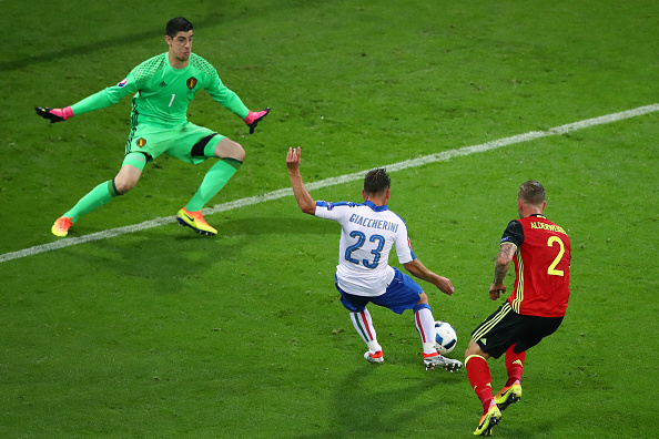LYON, FRANCE - JUNE 13:  Emanuele Giaccherini (C) of Italy scores his team's first goal past Thibaut Courtois (L) of Belgium during the UEFA EURO 2016 Group E match between Belgium and Italy at Stade des Lumieres on June 13, 2016 in Lyon, France.  (Photo by Clive Brunskill/Getty Images)