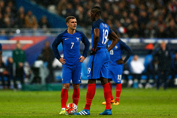 PARIS, FRANCE - MARCH 29:  Antoine Griezmann and Paul Pogba of France speak before taking a free kick on goal during the International Friendly match between France and Russia held at Stade de France on March 29, 2016 in Paris, France.  (Photo by Dean Mouhtaropoulos/Getty Images)