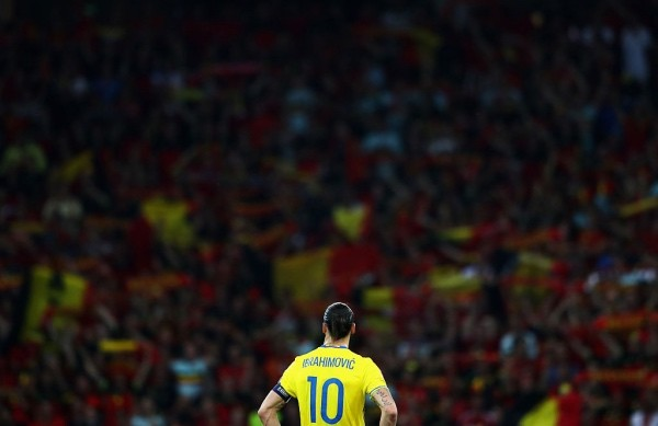 NICE, FRANCE - JUNE 22:  A dejected Zlatan Ibrahimovic of Sweden looks on as Belgium fans celebrate their victroy in the UEFA EURO 2016 Group E match between Sweden and Belgium at Allianz Riviera Stadium on June 22, 2016 in Nice, France.  (Photo by Lars Baron/Getty Images)