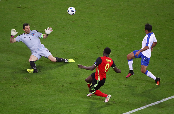 LYON, FRANCE - JUNE 13: Romelu Lukaku of Belgium shoots wide during the UEFA EURO 2016 Group E match between Belgium and Italy at Stade des Lumieres on June 13, 2016 in Lyon, France.  (Photo by Clive Brunskill/Getty Images)