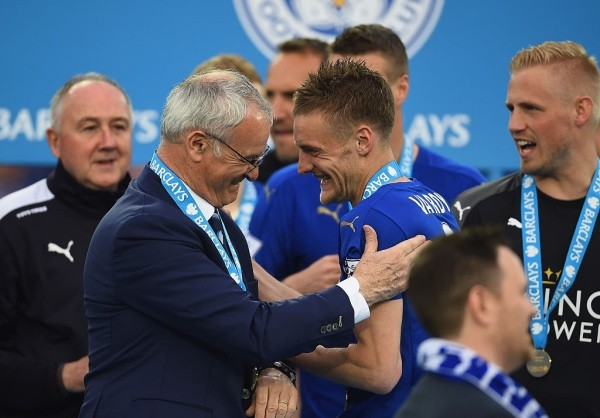 LEICESTER, ENGLAND - MAY 07: Claudio Ranieri and Jamie Vardy of Leicester City share a joke during the Barclays Premier League match between Leicester City and Everton at The King Power Stadium on May 7, 2016 in Leicester, United Kingdom.  (Photo by Laurence Griffiths/Getty Images)