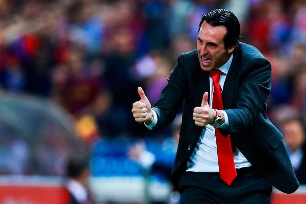 MADRID, SPAIN - MAY 22: Head coach  Unai Emery of Sevilla FC gives instructions during the Copa del Rey Final match between FC Barcelona and Sevilla FC at Vicente Calderon Stadium on May 22, 2016 in Madrid, Spain. (Photo by Gonzalo Arroyo Moreno/Getty Images)