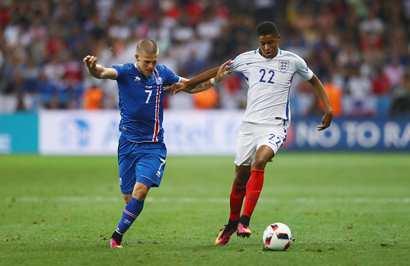 NICE, FRANCE - JUNE 27: Marcus Rashford of England and Johann Gudmundsson of Iceland compete for the ball during the UEFA EURO 2016 round of 16 match between England and Iceland at Allianz Riviera Stadium on June 27, 2016 in Nice, France.  (Photo by Lars Baron/Getty Images)