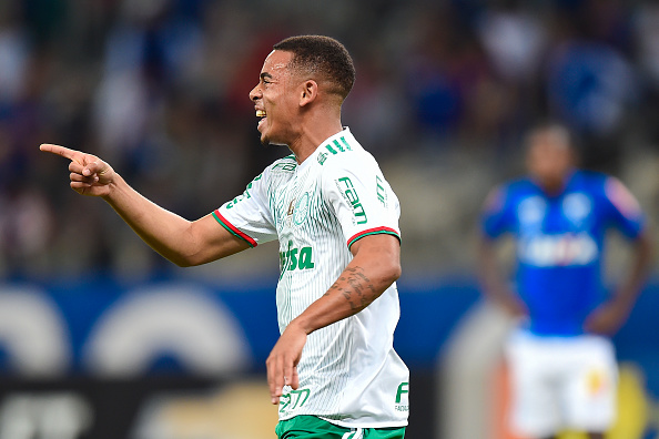 BELO HORIZONTE, BRAZIL - JUNE 25: Gabriel Jesus #33 of Palmeiras celebrates a scored goal against Cruzeiro during a match between Palmeiras and Cruzeiro as part of Brasileirao Series A 2016 at Mineirao stadium on June 25, 2016 in Belo Horizonte, Brazil. (Photo by Pedro Vilela/Getty Images)