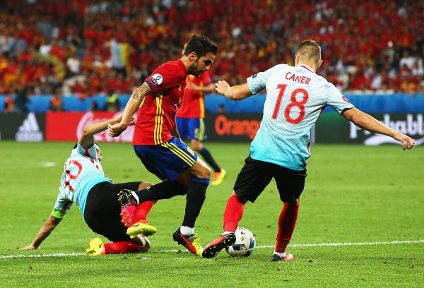 NICE, FRANCE - JUNE 17:  Cesc Febregas of Spain is tackled by Caner Erkin of Turkey and Arda Turan of Turkey during the UEFA EURO 2016 Group D match between Spain and Turkey at Allianz Riviera Stadium on June 17, 2016 in Nice, France.  (Photo by Alex Livesey/Getty Images)
