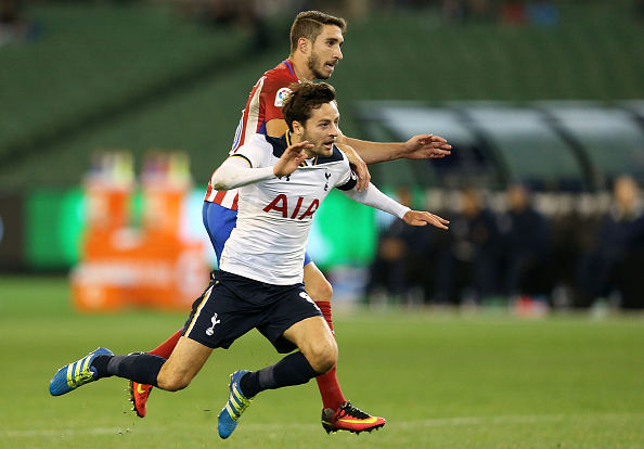 MELBOURNE, AUSTRALIA - JULY 29:  Ryan Mason of Tottenham and Sime Vrsaliko of Atletico Madrid compete for the ball during 2016 International Champions Cup Australia match between Tottenham Hotspur and Atletico de Madrid at Melbourne Cricket Ground on July 29, 2016 in Melbourne, Australia.  (Photo by Jack Thomas/Getty Images)