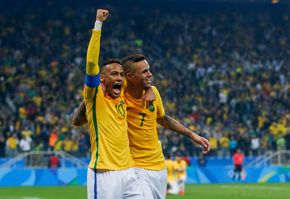 SAO PAULO, BRAZIL - AUGUST 13: Neymar (L0 and Luan of Brazil celebrate their second goal during the match between Brazil and Colombia mens football quarter final at Arena Corinthians on August 13, 2016 in Sao Paulo, Brazil. (Photo by Alexandre Schneider/Getty Images)