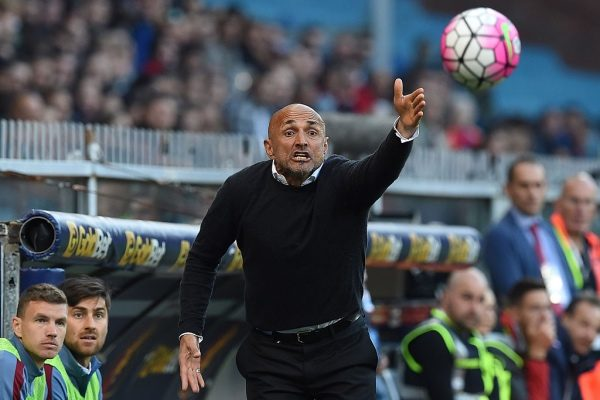 GENOA, ITALY - MAY 02:  AS Roma  head coach Luciano Spalletti shouts to his players during the Serie A match between Genoa CFC and AS Roma at Stadio Luigi Ferraris on May 2, 2016 in Genoa, Italy.  (Photo by Valerio Pennicino/Getty Images)