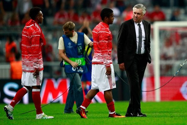 MUNICH, GERMANY - SEPTEMBER 13:  Carlo Ancelotti manager of Bayern Muenchen and Douglas Costa of Bayern Muenchen in discussion after the UEFA Champions League Group D match between FC Bayern Muenchen and FC Rostov at Allianz Arena on September 13, 2016 in Munich, Germany.  (Photo by Adam Pretty/Bongarts/Getty Images)