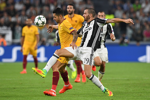 TURIN, ITALY - SEPTEMBER 14:  Leonardo Bonucci (R) of Juventus FC competes with Vitolo of Sevilla FC during the UEFA Champions League Group H match between Juventus FC and Sevilla FC at Juventus Stadium on September 14, 2016 in Turin, Italy.  (Photo by Valerio Pennicino/Getty Images)
