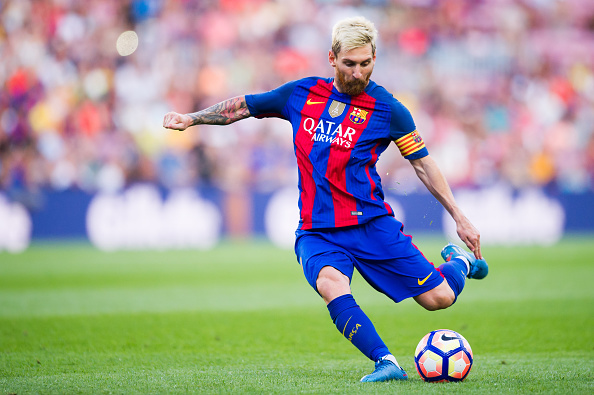 BARCELONA, SPAIN - AUGUST 20: Lionel Messi of FC Barcelona kicks the ball during the La Liga match between FC Barcelona and Real Betis Balompie at Camp Nou on August 20, 2016 in Barcelona, Spain. (Photo by Alex Caparros/Getty Images)