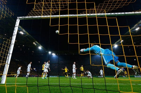 DORTMUND, GERMANY - SEPTEMBER 27:  Keylor Navas of Real Madrid makes a save during the UEFA Champions League Group F match between Borussia Dortmund and Real Madrid CF at Signal Iduna Park on September 27, 2016 in Dortmund, North Rhine-Westphalia.  (Photo by Dean Mouhtaropoulos/Bongarts/Getty Images)