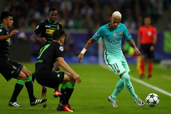 MOENCHENGLADBACH, GERMANY - SEPTEMBER 28:  Neymar of Barcelona runs with the ball under pressure from Julian Korb of Borussia Moenchengladbach during the UEFA Champions League group C match between VfL Borussia Moenchengladbach and FC Barcelona at Borussia-Park on September 28, 2016 in Moenchengladbach, North Rhine-Westphalia.  (Photo by Dean Mouhtaropoulos/Bongarts/Getty Images)