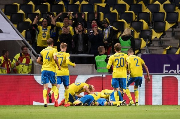 SOLNA, SWEDEN - SEPTEMBER 06: Players of Sweden celebrates since Marcus Berg of Sweden scored to 1-0 during the FIFA World Cup Qualifier between Sweden and Netherlands at Friends arena on September 6, 2016 in Solna, Sweden. (Photo by Nils Petter Nilsson/Ombrello/Getty Images)