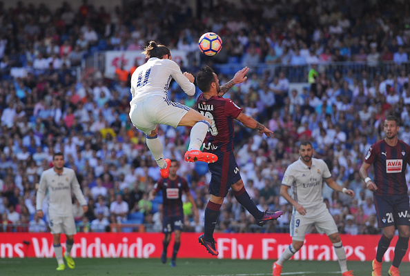 MADRID, SPAIN - OCTOBER 02:  Gareth Bale of Real Madrid scores Real's opening goal during the La Liga Match between Real Madrid CF and SD Eibar at estadio Santiago Bernabeu on October 2, 2016 in Madrid, Spain.  (Photo by Denis Doyle/Getty Images)