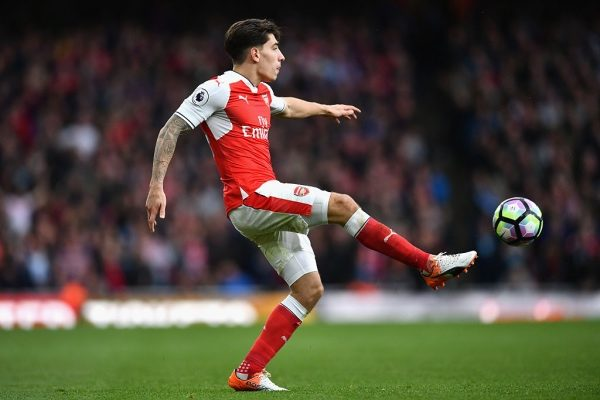 LONDON, ENGLAND - OCTOBER 22: Hector Bellerin of Arsenal in action during the Premier League match between Arsenal and Middlesbrough at Emirates Stadium on October 22, 2016 in London, England.  (Photo by Dan Mullan/Getty Images)