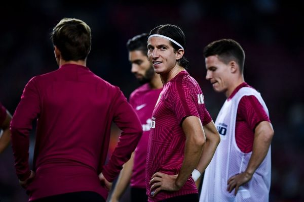 BARCELONA, SPAIN - SEPTEMBER 21:  Filipe Luis of Club Atletico de Madrid warms up prior to the La Liga match between FC Barcelona and Club Atletico de Madrid at the Camp Nou stadium on September 21, 2016 in Barcelona, Spain.  (Photo by David Ramos/Getty Images)