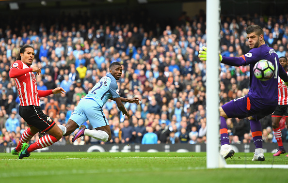 MANCHESTER, ENGLAND - OCTOBER 23:  Kelechi Iheanacho of Manchester City scores his sides first goal during the Premier League match between Manchester City and Southampton at Etihad Stadium on October 23, 2016 in Manchester, England.  (Photo by Laurence Griffiths/Getty Images)
