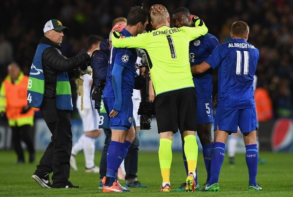 LEICESTER, ENGLAND - OCTOBER 18:  Kasper Schmeichel (C) of Leicester City celebrates with his team mates after their win in the UEFA Champions League Group G match between Leicester City FC and FC Copenhagen at The King Power Stadium on October 18, 2016 in Leicester, England.  (Photo by Ross Kinnaird/Getty Images)