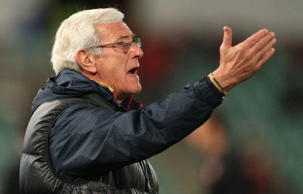 SYDNEY, AUSTRALIA - AUGUST 20:  Evergrande coach Marcello Lippi talks to players before the Asian Champions League Final match between the Western Sydney Wanderers and Guangzhou Evergrande at Pirtek Stadium on August 20, 2014 in Sydney, Australia.  (Photo by Mark Metcalfe/Getty Images)