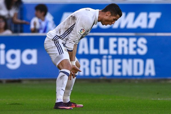 VITORIA-GASTEIZ, SPAIN - OCTOBER 29: Cristiano Ronaldo of Real Madrid CF during the La Liga match between Deportivo Alaves and Real Madrid CF at Estadio de Mendizorroza on October 29, 2016 in Vitoria-Gasteiz, Spain. (Photo by Gonzalo Arroyo Moreno/Getty Images)