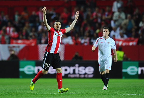 SEVILLE, SPAIN - APRIL 14:  Aritz Aduriz of Athletic Club Bilbao celebrates scoring his team's opening goal during the UEFA Europa League quarter final, second leg match between Sevilla and Athletic Bilbao at the Ramon Sanchez Pizjuan stadium on April 14, 2016 in Seville, Spain.  (Photo by David Ramos/Getty Images)