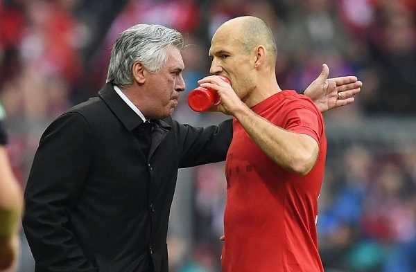 MUNICH, GERMANY - NOVEMBER 05:  Head coach Carlo Ancelotti of Muenchen talks to Arjen Robben of Muenchen during the Bundesliga match between Bayern Muenchen and TSG 1899 Hoffenheim at Allianz Arena on November 5, 2016 in Munich, Germany.  (Photo by Matthias Hangst/Bongarts/Getty Images)