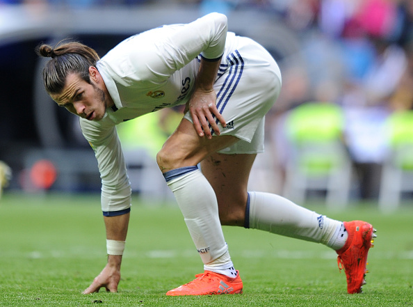 MADRID, SPAIN - NOVEMBER 06:  Gareth Bale of Real Madrid gets up after taking a fall during the Liga match between Real Madrid CF and Leganes on November 6, 2016 in Madrid, Spain.  (Photo by Denis Doyle/Getty Images)