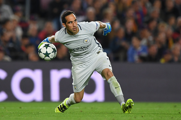 BARCELONA, SPAIN - OCTOBER 19:  Claudio Bravo of Manchester City in action during the UEFA Champions League group C match between FC Barcelona and Manchester City FC at Camp Nou on October 19, 2016 in Barcelona, Spain.  (Photo by Shaun Botterill/Getty Images)