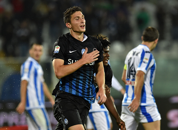 PESCARA, ITALY - OCTOBER 26:  Mattia Caldara of Atalanta BC celebrates after scoring the opening goal during the Serie A match between Pescara Calcio and Atalanta BC at Adriatico Stadium on October 26, 2016 in Pescara, Italy.  (Photo by Giuseppe Bellini/Getty Images)
