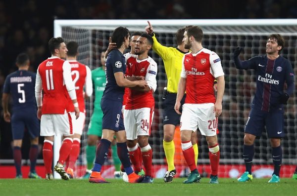 LONDON, ENGLAND - NOVEMBER 23: Edinson Cavani of PSG (CL) and Francis Coquelin of Arsenal (CR) argue during the UEFA Champions League Group A match between Arsenal FC and Paris Saint-Germain at the Emirates Stadium on November 23, 2016 in London, England.  (Photo by Julian Finney/Getty Images)