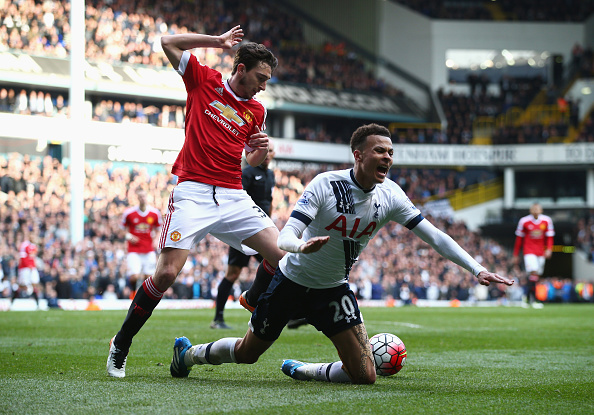 LONDON, UNITED KINGDOM - APRIL 10:  Dele Alli of Tottenham Hotspur is challenged by Matteo Darmian of Manchester United during the Barclays Premier League match between Tottenham Hotspur and Manchester United at White Hart Lane on April 10, 2016 in London, England.  (Photo by Clive Rose/Getty Images)