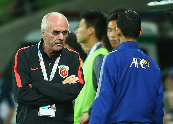MELBOURNE, AUSTRALIA - FEBRUARY 24:  Shanghai Sipg coach Sven-Göran Eriksson speaks to the fourth official during the AFC Asian Champions League match between Melbourne Victory and Shanghai Sipg at AAMI Park on February 24, 2016 in Melbourne, Australia.  (Photo by Robert Cianflone/Getty Images)