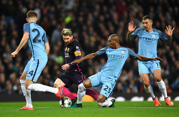 MANCHESTER, ENGLAND - NOVEMBER 01:  Lionel Messi of Barcelona (C) is tackled by Fernandinho of Manchester City (R) during the UEFA Champions League Group C match between Manchester City FC and FC Barcelona at Etihad Stadium on November 1, 2016 in Manchester, England.  (Photo by Shaun Botterill/Getty Images)