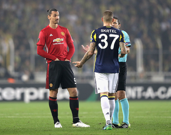 ISTANBUL, TURKEY - NOVEMBER 03: Zlatan Ibrahimovic of Manchester United and Martin Skrtel of Fenerbahce speak to the referee during the UEFA Europa League Group A match between Fenerbahce SK and Manchester United FC at Sukru Saracoglu Stadium on November 3, 2016 in Istanbul, Turkey.  (Photo by Chris McGrath/Getty Images)
