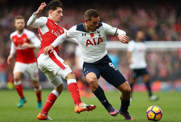 LONDON, ENGLAND - NOVEMBER 06: Hector Bellerin of Arsenal closes down Vincent Janssen of Tottenham Hotspur during the Premier League match between Arsenal and Tottenham Hotspur at Emirates Stadium on November 6, 2016 in London, England.  (Photo by Clive Rose/Getty Images)