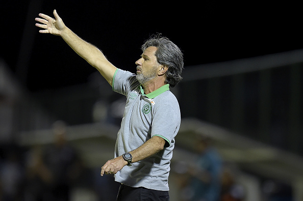 RIO DE JANEIRO, BRAZIL - NOVEMBER 16: Caio Junior, head coach of Chapecoense in action during the match between Botafogo and Chapecoense as part of Brasileirao Series A 2016 at Luso Brasileiro stadium on November 16, 2016 in Rio de Janeiro, Brazil. (Photo by Alexandre Loureiro/Getty Images)