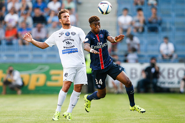 VIENNA, AUSTRIA - JULY 12:  Alejandro Yunes de Leon of Wiener Sportklub (L) competes for the ball with Presnel Kimpembe of Paris Saint-Germain during the Friendly Match between Wiener Sportklub and Paris Saint-Germain at Sportclub Platz on July 12, 2015 in Vienna, Austria.  (Photo by Christian Hofer/Getty Images)