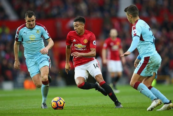 MANCHESTER, ENGLAND - OCTOBER 29:  Jesse Lingard of Manchester United (C) takes the ball past Dean Marney of Burnley (L) during the Premier League match between Manchester United and Burnley at Old Trafford on October 29, 2016 in Manchester, England.  (Photo by Alex Livesey/Getty Images)