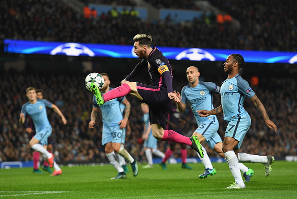 MANCHESTER, ENGLAND - NOVEMBER 01:  Lionel Messi of Barcelona (C) volleys the ball during the UEFA Champions League match between Manchester City FC and FC Barcelona at Etihad Stadium on November 1, 2016 in Manchester, England.  (Photo by Shaun Botterill/Getty Images)