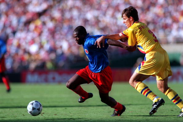 18 JUN 1994:  DANIEL PRODAN, RIGHT, OF ROMANIA AND FAUSTINO ASPRILLA OF COLOMBIA IN ACTION AT THE COLOMBIA V ROMANIA WORLD CUP 1994 MATCH AT THE ROSE BOWL IN LOS ANGELES, CALIFORNIA. Mandatory Credit: Steve Dunn/ALLSPORT