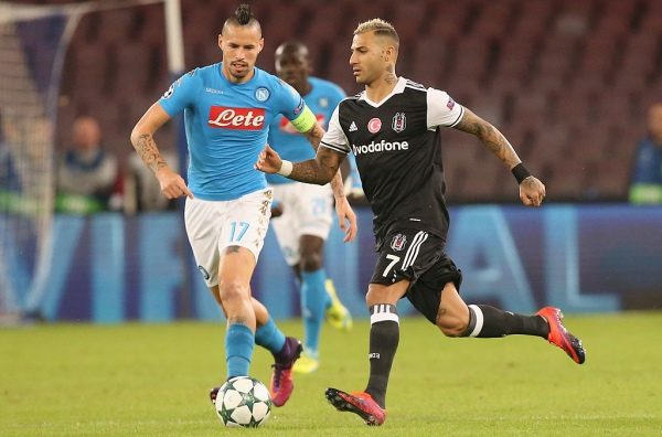 NAPLES, ITALY - OCTOBER 19:  Marek Hamsik (L) of Napoli competes for the ball with Ricardo Quaresma of Besiktas during the UEFA Champions League match between SSC Napoli and Besiktas JK at Stadio San Paolo on October 19, 2016 in Naples, .  (Photo by Maurizio Lagana/Getty Images)