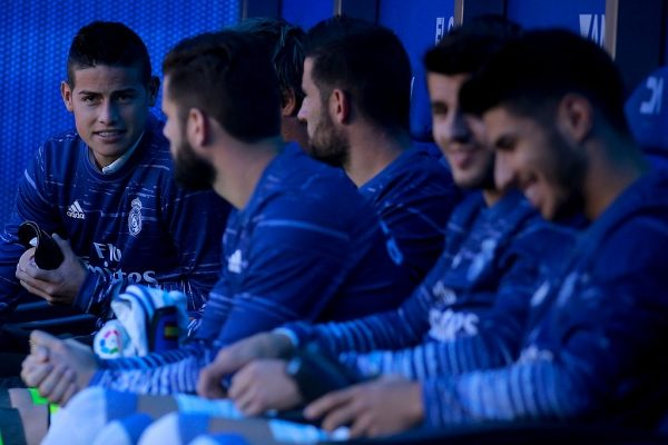 VITORIA-GASTEIZ, SPAIN - OCTOBER 29: James Rodriguez (L) of Real Madrid CF speaks with his teammates as he is fitted on the bench prior to start the La Liga match between Deportivo Alaves and Real Madrid CF at Estadio de Mendizorroza on October 29, 2016 in Vitoria-Gasteiz, Spain. (Photo by Gonzalo Arroyo Moreno/Getty Images)