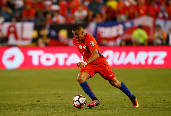 PHILADELPHIA, PA - JUNE 14: Alexis Sanchez #7 of Chile in action against Panama in the first half during the 2016 Copa America Centenario Group D match at Lincoln Financial Field on June 14, 2016 in Philadelphia, Pennsylvania. Chile won 4-2. (Photo by Rich Schultz/Getty Images)